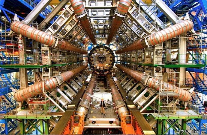粒子物理学对电影剪辑的启发-剪辑大师 沃尔特·默奇与最前沿的伟大纪录片《狂热粒子》2013