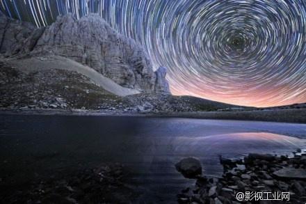 【美图欣赏】长曝光下的炫美夺目的漩涡状星辰轨迹