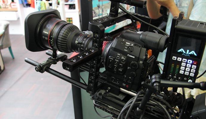 【交流会@BIRTV@佳能展台亮点】佳能展台第一炮:展台、新产品(XF205、4K镜头),今年更注重应用。