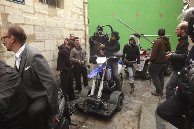 """法国电影摄制组的""""D罩杯"""""""