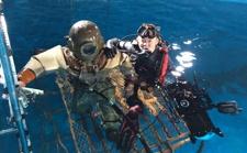 """拍摄《影》《芳华》的水下摄影师孙逊,带你走进蓝色的""""奇幻""""之旅"""