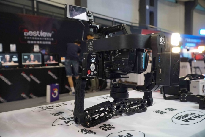 星云5300 | 专为摄像机打造的五轴稳定器