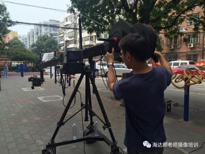 校园电视台的摄像机、人员配备(二)重要的是人