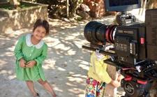 恶劣的热带环境和100公斤设备,也阻挡不了他对纪录片拍摄的挚爱