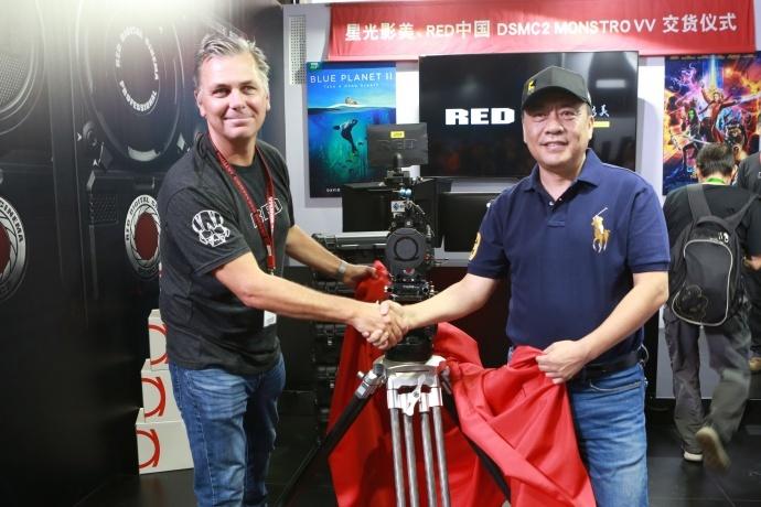 BIRTV 交货:星光影美 x RED 中国 10台 MONSTRO VV 交货仪式