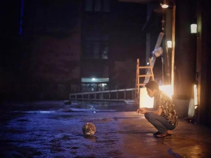 5项金马提名,《地球最后的夜晚》摄影指导讲述如何使用 RED 拍摄60分钟长镜头
