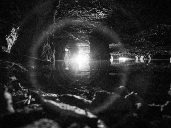 RED 8K VV+1600W LED的无人机照明,拍摄出令人惊叹的洞内光影奇观