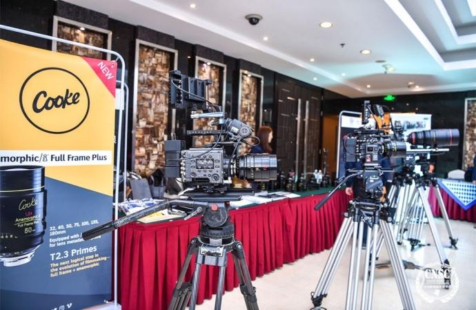 捷成影视在中国影视摄影师学会第五届全国代表大会上展示了 Angenieux 和 Cooke 的最新光学镜头