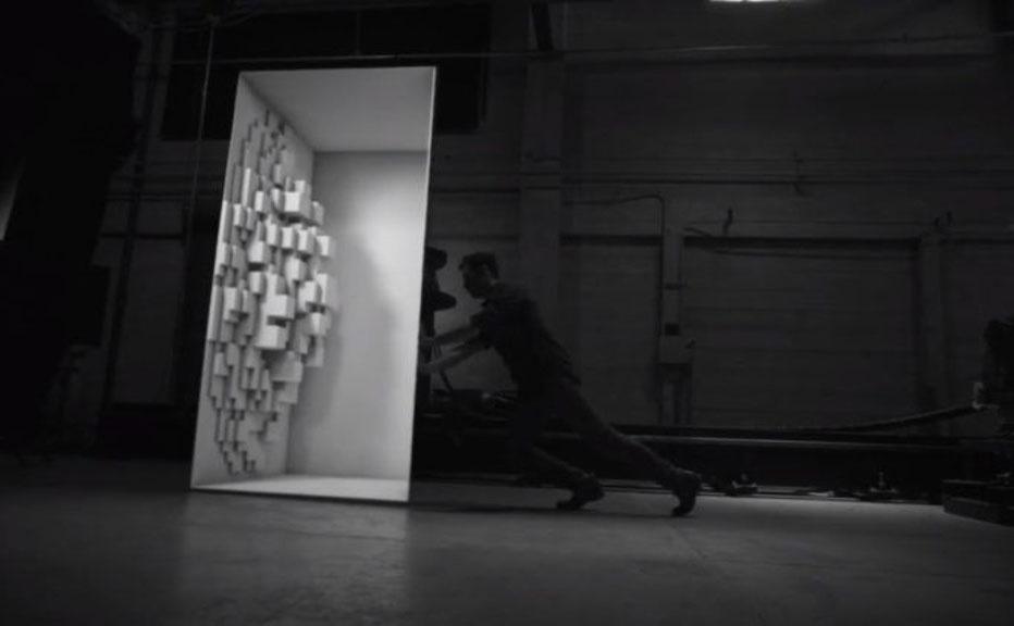 短片 | 这不只是人与光影的交互,而是他们用机器人变了场魔术