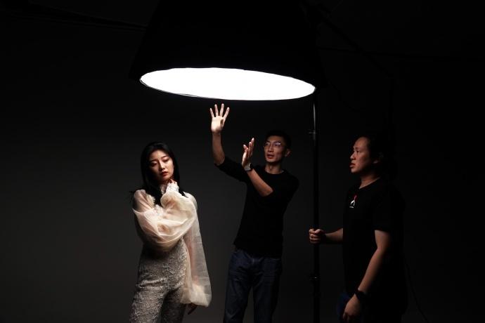 光影实验室-玩转一灯人像摄影—Feathering light 的应用