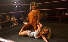 《美女摔角联盟》第三季即将回归,如何拍摄80年代剧中剧