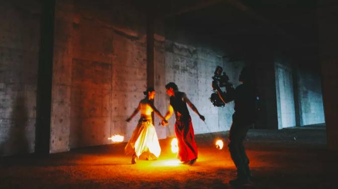 """RED GEMINI 展现洱海边 """"光与火之舞"""""""