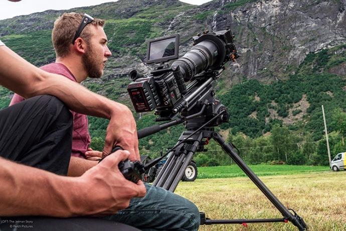 """挑战地心引力,5台 RED 摄影机记录现实中的会飞的""""超人"""""""