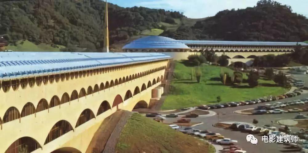 《千钧一发》:莱特的建筑大作 VS 电影的科幻世界