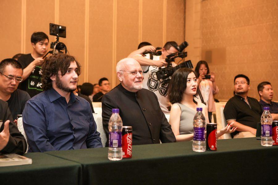 戛纳获奖影片男主中国银幕首秀,导演李珈西获国际电影人支持