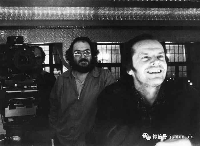 库布里克杰作《闪灵》的罕见幕后花絮视频和工作照