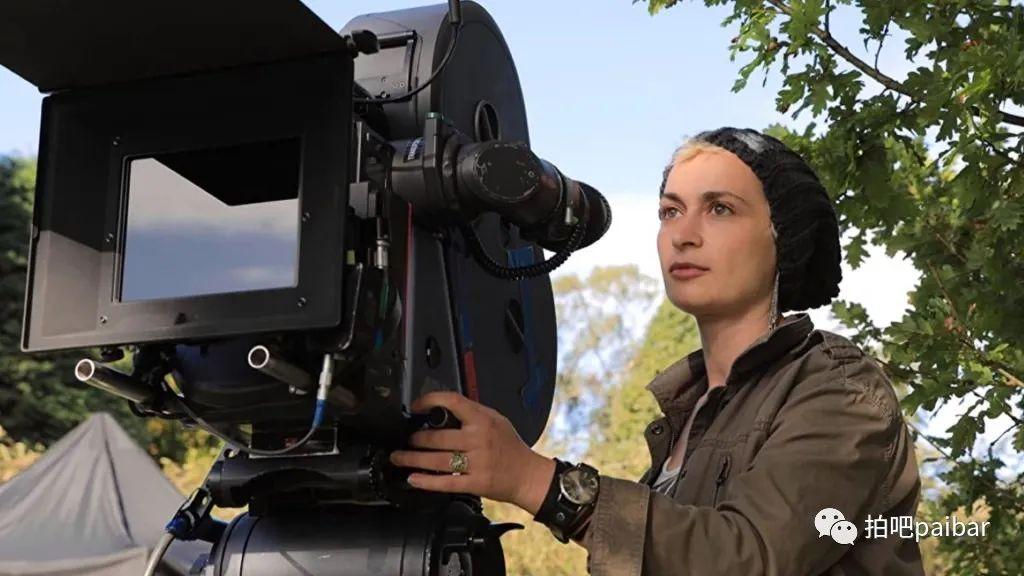 """摄影师哈丽娜·哈钦斯的死是""""疏忽和不专业""""造成的,我们应该从中检讨什么?"""